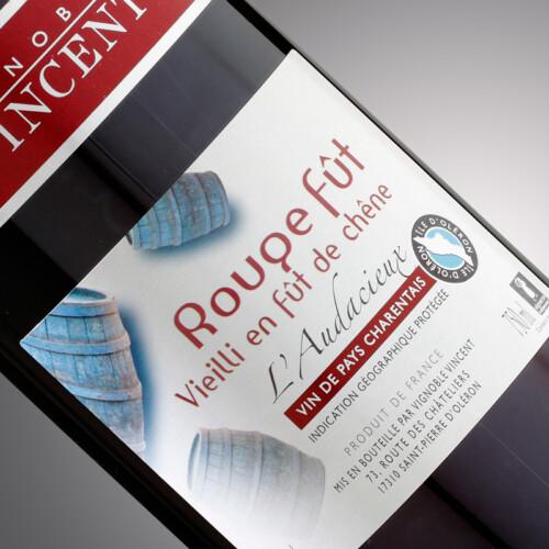 vin rouge fût l'audacieux Vignoble Vincent